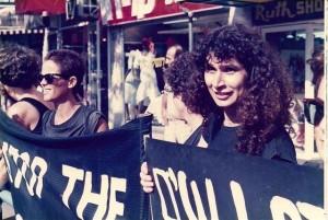 רותי בהפגנה